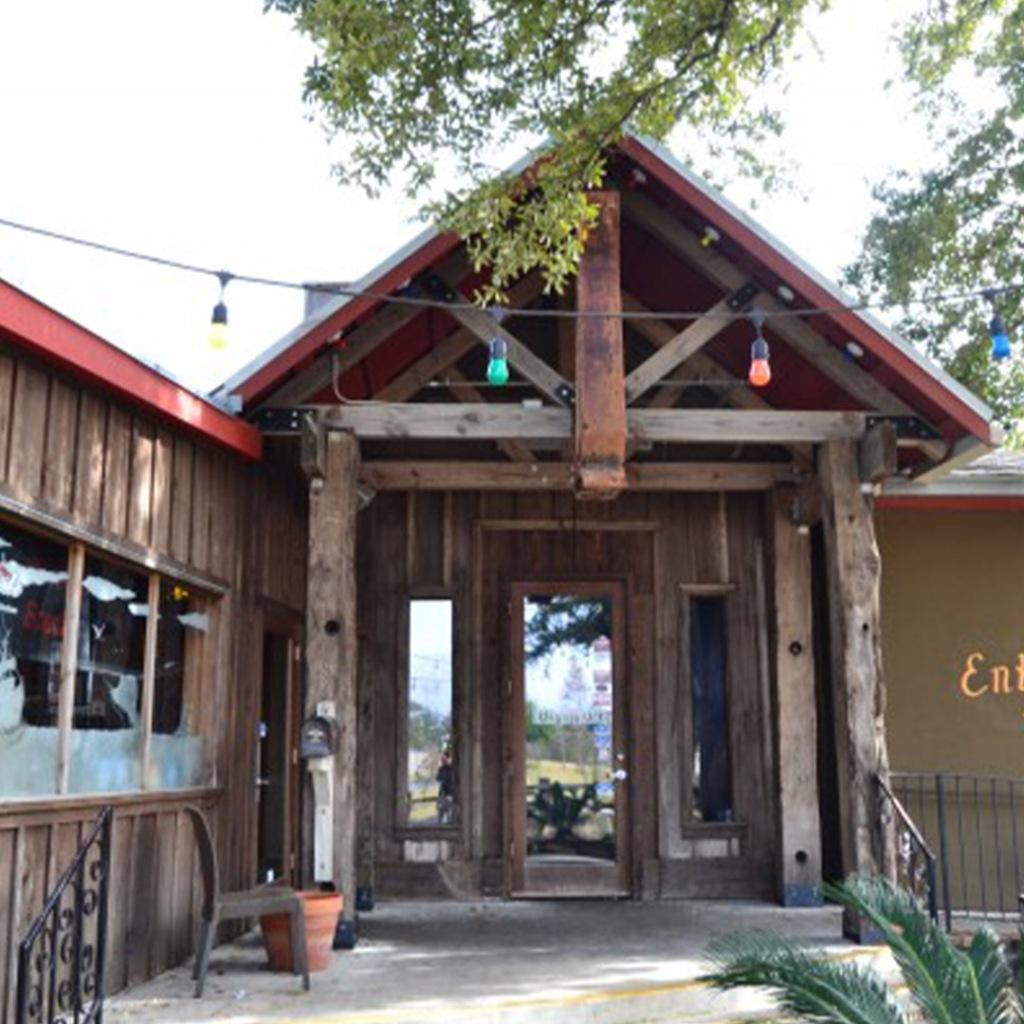 Floyds Seafood restaurant in Pearland Texas serves cajun food